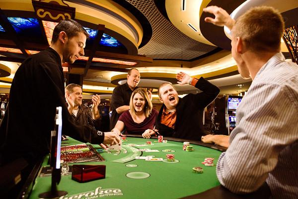 Можно ли играть в покер?